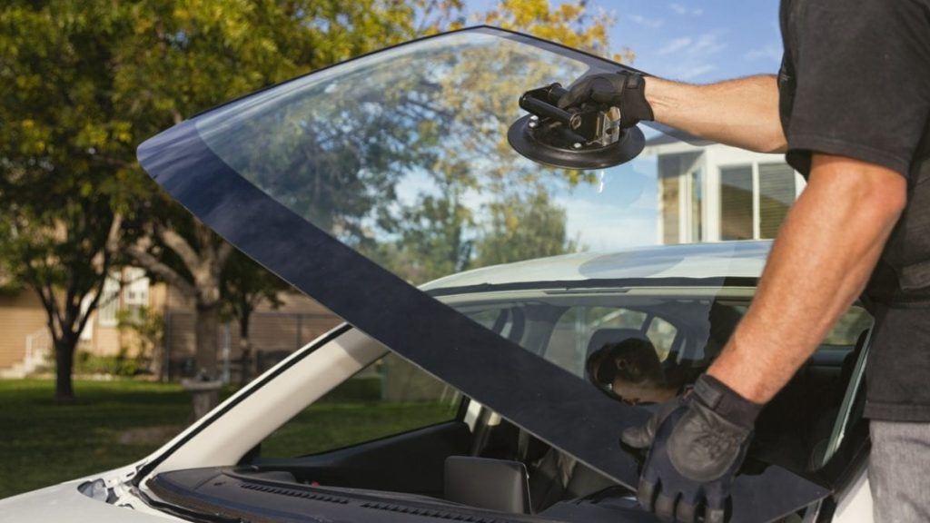 5 Things to Look for in a Windshield Repair Shop – Miracle Auto Glass Center